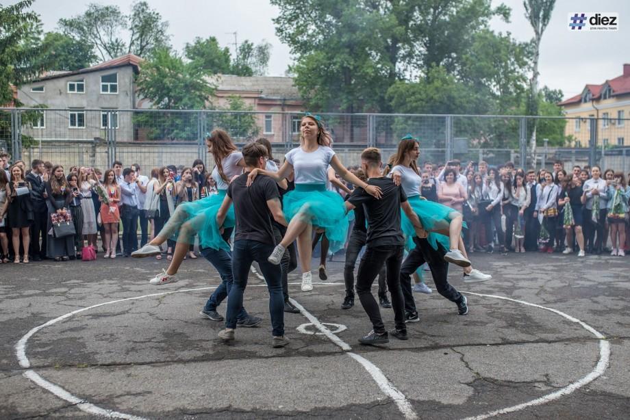 (video) Dansul absolvenților. Cum au valsat eleviidin mai multe școli la ultimul sunet