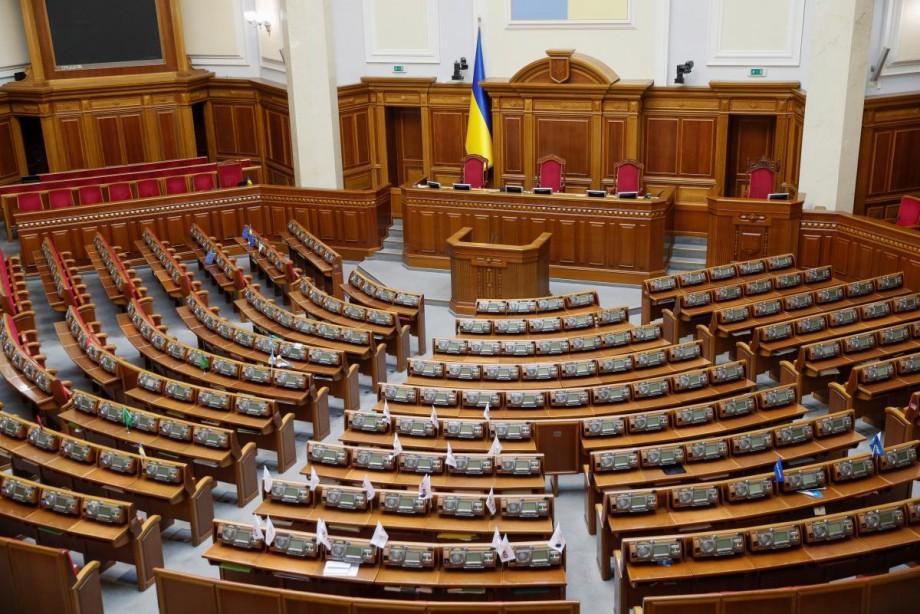(foto) Volodimir Zelenski a semnat decretul de dizolvare a Radei Supreme