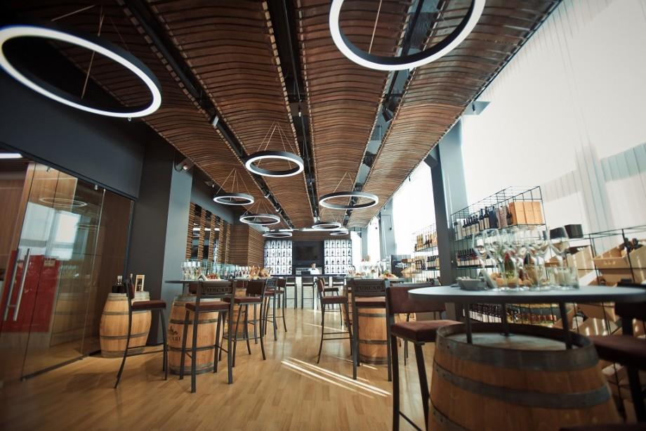Purcari wine shop & bar își deschide ușile. Un nou proiect destinat culturii servirii vinului a fost lansat la Chișinău