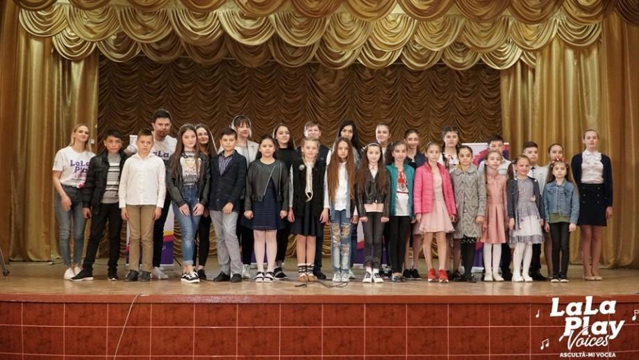 (foto, video) Cântece, emoții și zâmbete. Cum s-a desfășurat concursul LaLa Play Voices la Drochia