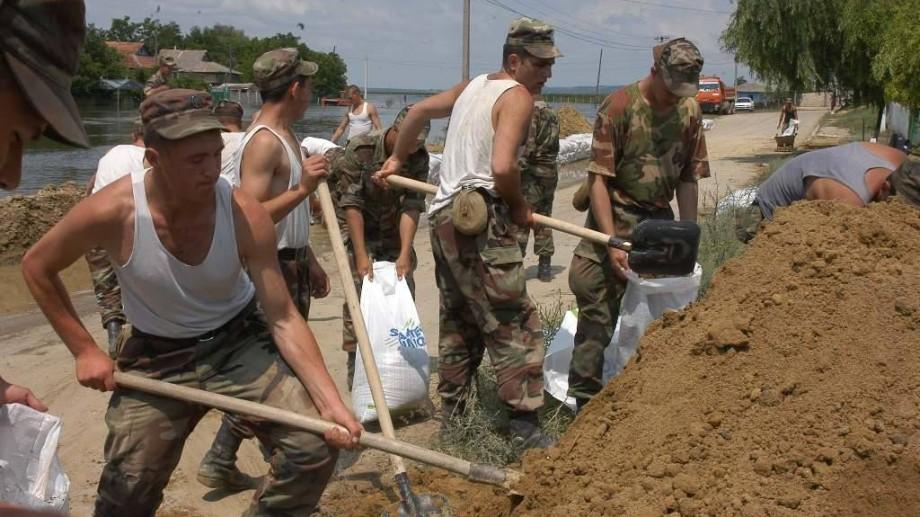 (foto) Mai mulți militari din Armata Națională vor participa la acțiuni de prevenire a inundațiilor din țară