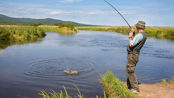 """Pescarii din țară pot solicita permis online, prin intermediul platformei """"e-Pescuit"""""""