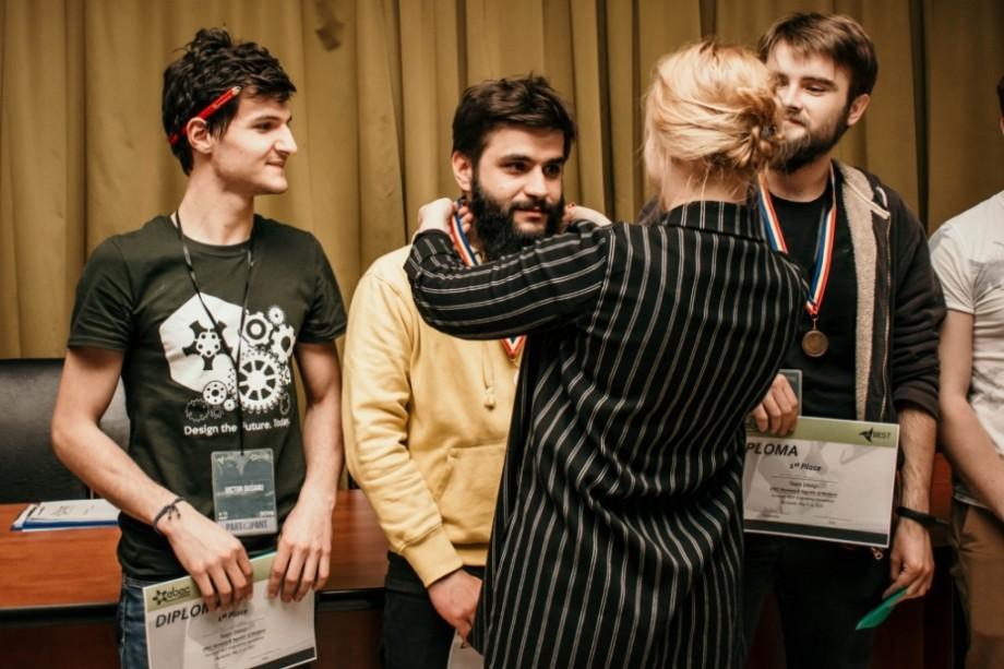 (foto) Patru tineri din Moldova au devenit câștigătorii etapei regionale a EBEC. Când va avea loc etapa europeană