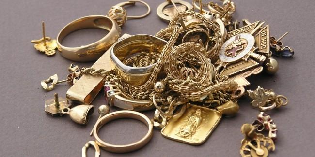 Doi bărbați care ar fi furat bijuterii de peste un milion de lei dintr-o mănăstire din Drochia, au fost reținuți