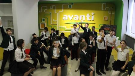 """Elevii Liceului """"Ion Creangă"""" – la o lecţie mai altfel de educaţie financiară la Centru """"Avanti"""" al Moldova Agroindbank"""