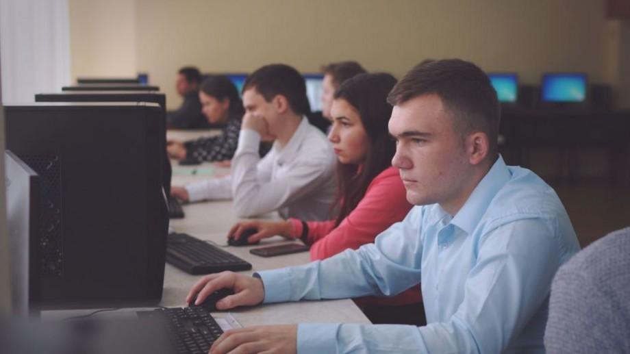 Se lansează proiectului iTeacher. Profesorii din țară se pot înscrie la un atelier despre platformele online