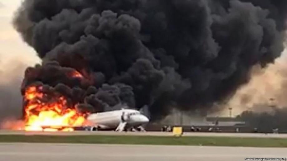 În aeroportul Sheremetyevo a luat foc un avion Sukhoi Superjet. Au decedat 41 de persoane