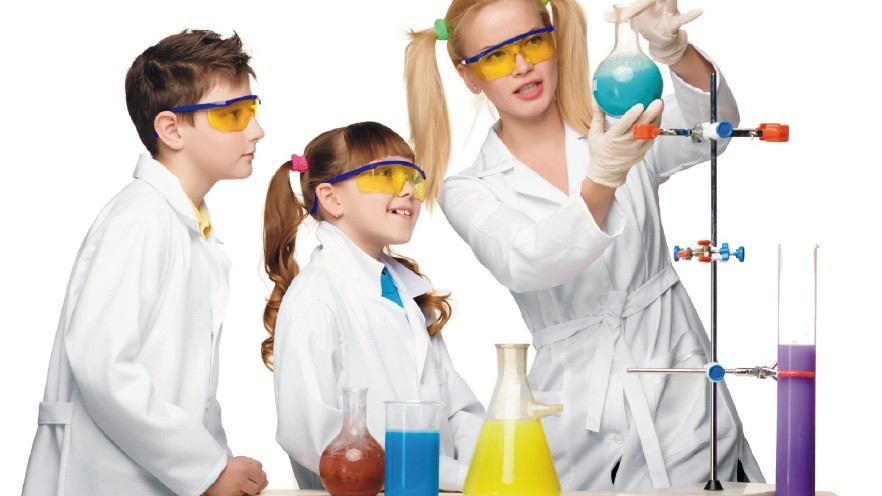 """Educația poate fi distractivă. Participă la o nouă ediție a proiectului """"Laboratorul de Științe"""""""