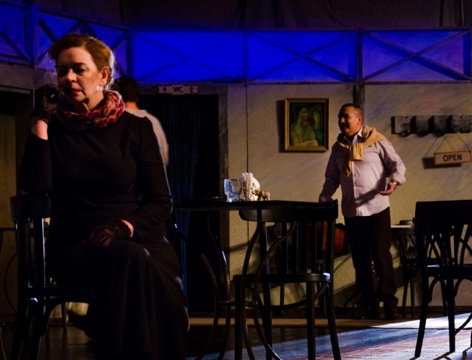 """Chiar dacă e mai. Teatrul Național Eugene Ionesco te invită la """"Căldură în noiembrie''"""