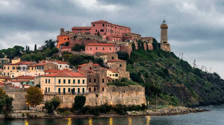 (foto) Insula unde autoritățile întorc banii turiștilor, dacă afară plouă