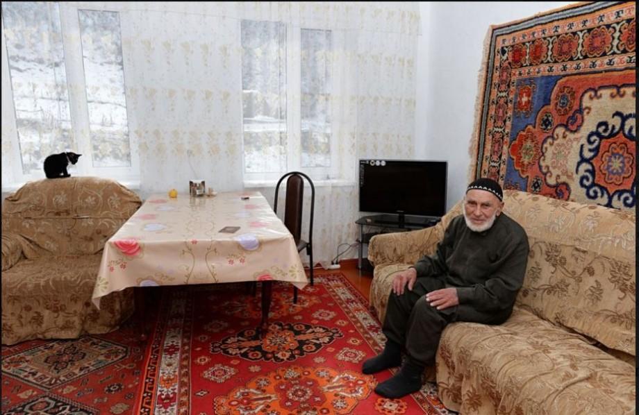 A trăit în secolele 19, 20 și 21, a crescut 8 copii, 35 de nepoți și 34 de strănepoți. A murit cel mai bătrân om din Rusia