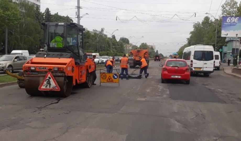 Pe mai multe străzi din Chișinău se efectuează lucrări de reparație. Care sunt adresele vizate