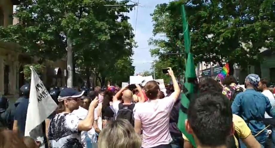 """(video) """"Sunt OK"""". Urmărește live marșul solidarității organizat de comunitatea LGBT din Moldova"""