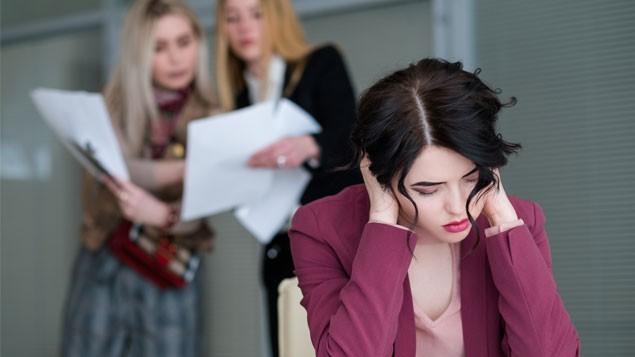 Stresul la locul de muncă este influențat de colegi. Un studiu arată cât de interdependente sunt emoțiile în birou