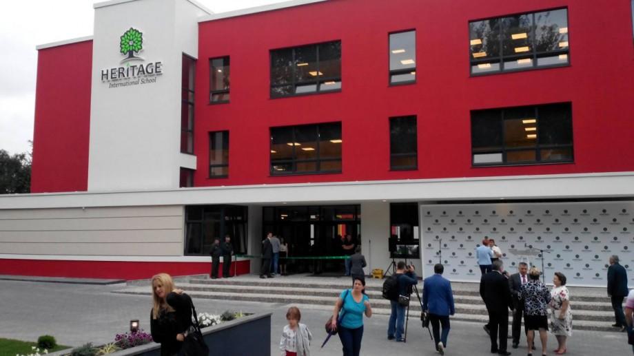 8 tineri își vor putea face studiile gratuit la singura şcoală Cambridge din ţară. Condițiile pe care trebuie să le îndeplinească