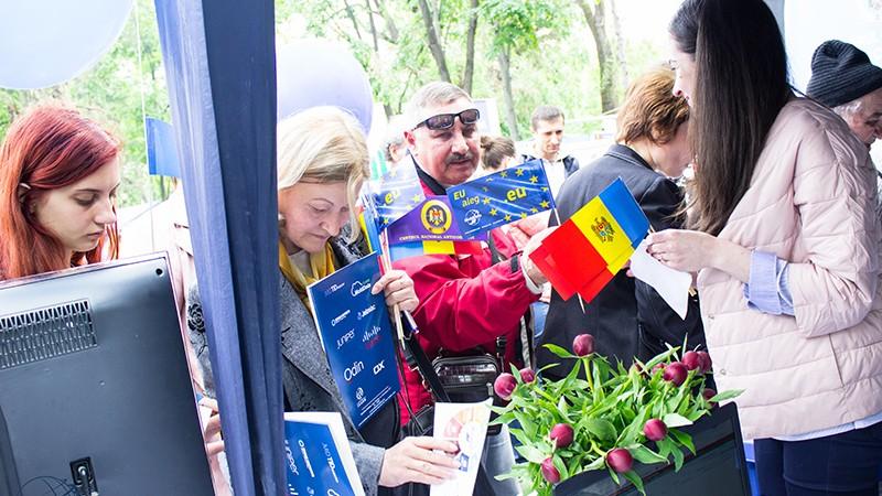Vrei să cunoști mai multe despre cultura țărilor UE? Devino voluntar la Orășelul European
