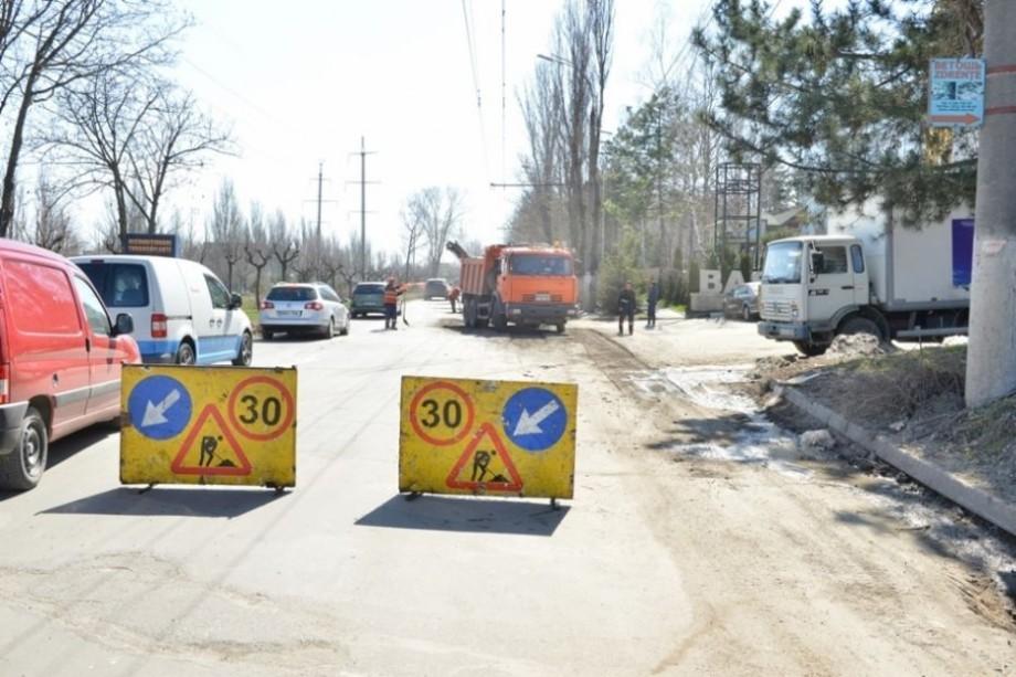 Pe mai multe străzi din Capitală va fi suspendat traficul rutier timp de o lună. Cum va fi redirecționat transportul public
