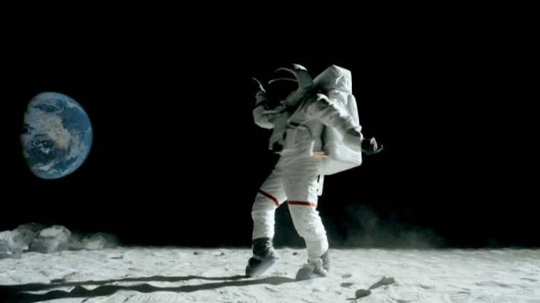 NASA va trimite pe Lună prima femeie. Când este planificat zborul