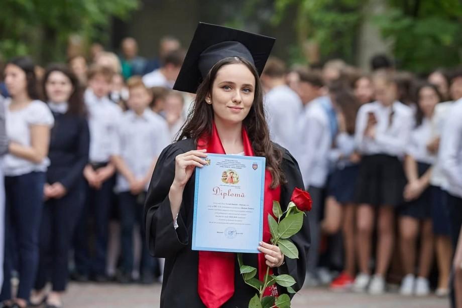 """(foto) Daniela Covali, tânără cu patru de zece la examenele de bacalaureat: """"Experiența este ceea ce rămâne, atunci când notele pierd din valoare"""""""