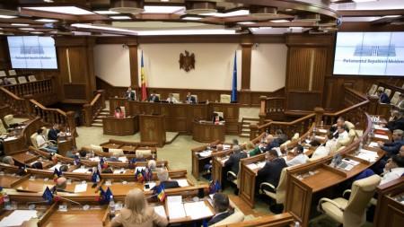 Sondaj: Trei partide vor face legea în viitorul Parlament dacă duminică ar avea loc alegeri