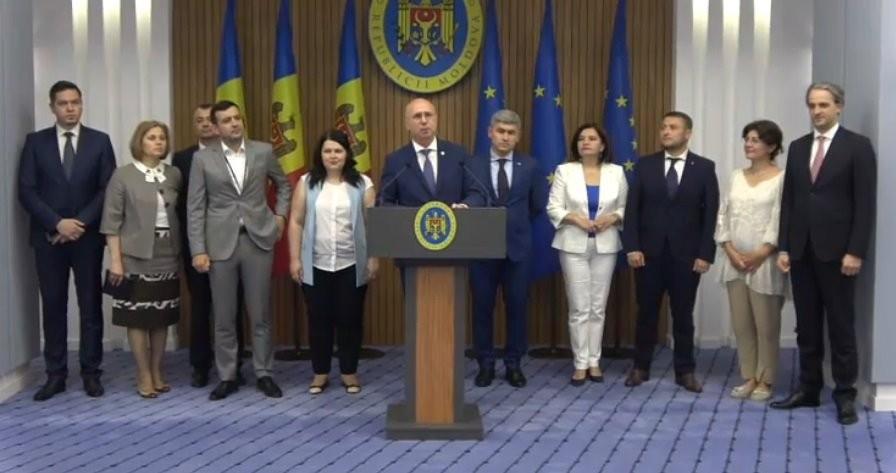 """(video) Demisia celor """"în demisie"""". Pavel Filip: Plecarea noastră nu va anula deciziile Curții Constituționale"""