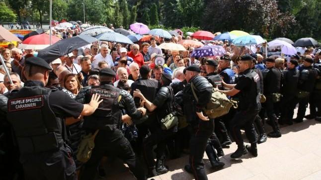 România își atenționează cetățenii care vor călători în Moldova să evite posibilele proteste de la Chișinău