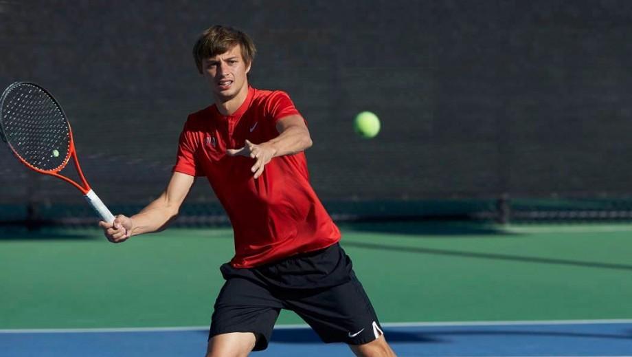 Tenismenul moldovean, Alexandru Cozbinov, s-a calificat în semifinalele turneului internațional M15 Champaign