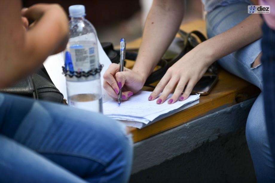 (doc) Câte locuri de studii oferă colegiile și liceele din România elevilor basarabeni în acest an