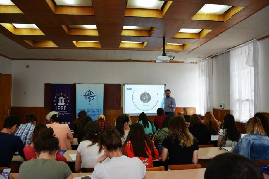 (foto) #youth4NATO. Studenții de la Taraclia au fost informați despre activitățile NATO în cadrul unei lecții publice