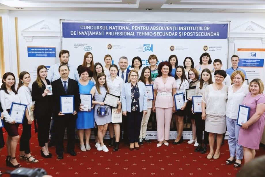 """(foto) Cine sunt elevii câștigători ai concursului """"Cel mai bun plan de afaceri"""", ediția 2019"""