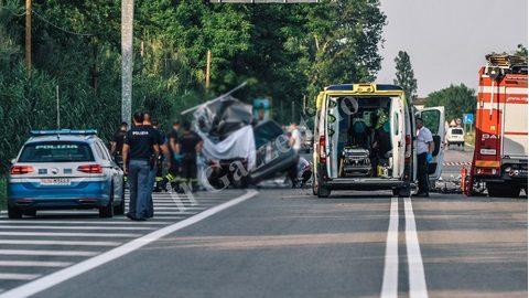 O familie din Moldova a fost implicată într-un accident în Italia. Două persoane au decedat