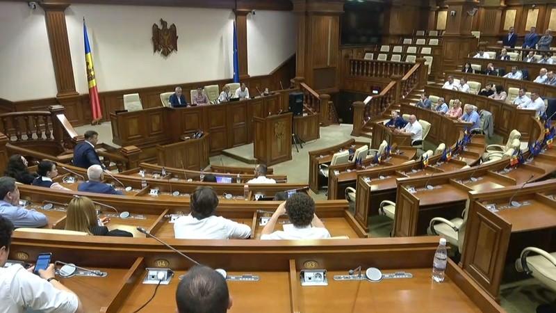 Deputații au votat pentru anularea sistemului mixt de vot. Proiectul a fost votat în prima lectură
