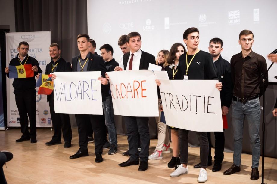 Peste 150 de tineri din 17 partide politice din Moldova participă la Forumul Național al Tinerilor în Domeniul Electoral