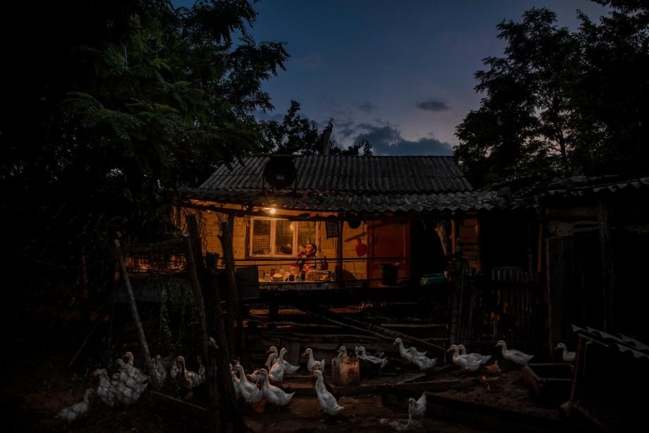 """(foto) """"Singurătatea te omoară"""". Povestea ultimului locuitor dintr-un sat moldovenesc a ajuns pe paginile  New York Times"""