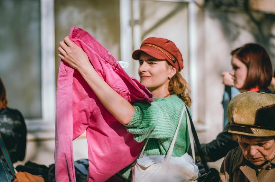 """Vrei să-ți reînnoiești garderoba? În acest weekend, EcoVisio te invită să donezi sau """"să adopți"""" haine gratuit"""