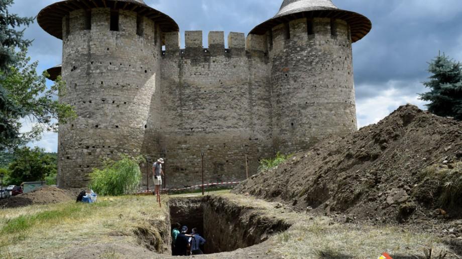 (foto) Descoperire arheologică la Soroca. Pe locul cetății din piatră a existat o altă cetate din lemn și pământ