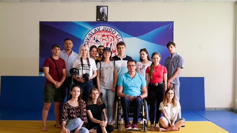 Descoperă povestea unui tânăr din Costești, care a revenit din străinătate și a deschis un centru sportiv în localitate