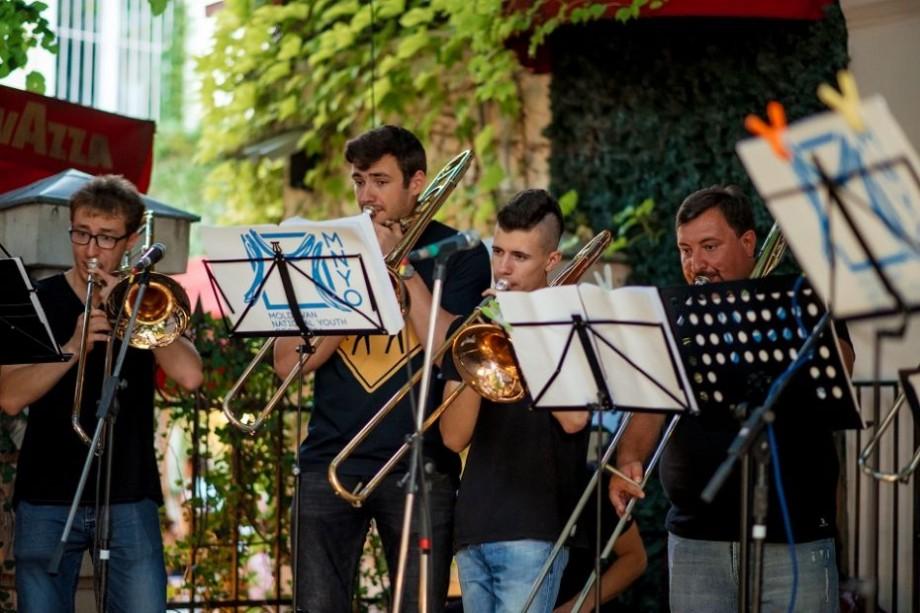 """""""La Soirée Blanche"""", Moldovan National Youth Orchestra te invită la o seară plină de farmec care îmbină muzica, arta și eleganța"""