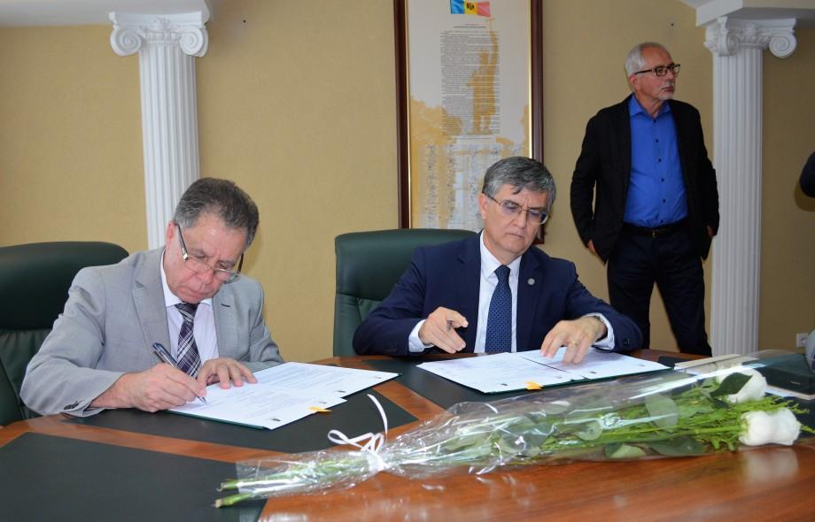 USM oferă programe de studii, în colaborare cu prestigioase universități din România, Grecia, Spania și Brazilia
