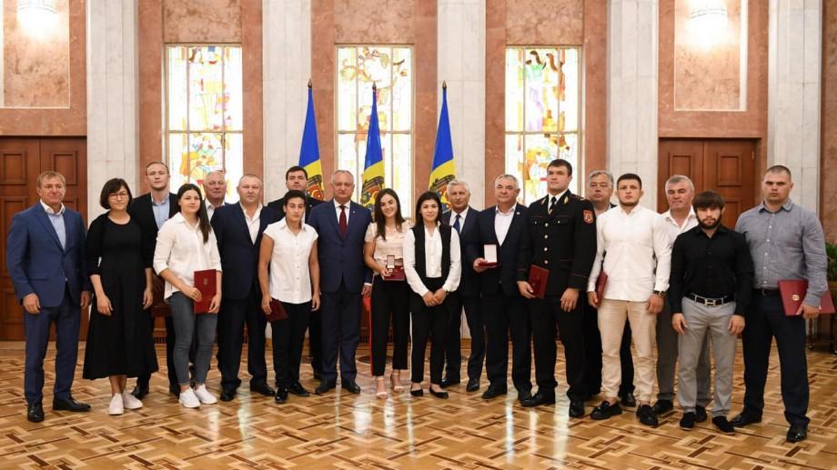 (foto) Sportivii medaliați la Jocurile Europene de la Minsk au fost premiați de președintele Igor Dodon