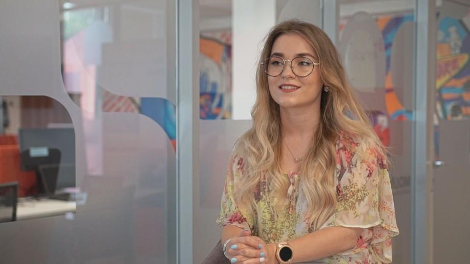 """(video) """"Aleg cariera IT"""". Iulia Mazilu: """"Un job trebuie să-ți ofere aripi, pentru ca tu să-ți urmezi aspirațiile"""""""