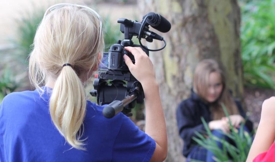 Ești pasionat/ă de procesul de filmare și editare? Vino la AIESEC Chișinău și câștigă un internship