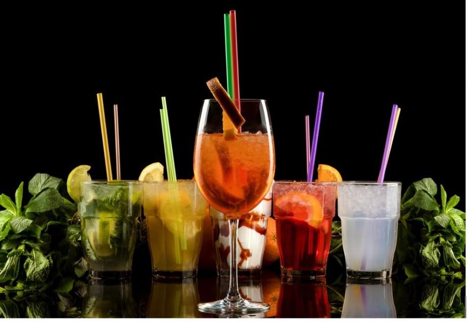 4 rețete simple de cocktail-uri răcoritoare, pe care să le pregătești vara asta în condiții casnice (cu ingrediente accesibile de la METRO)