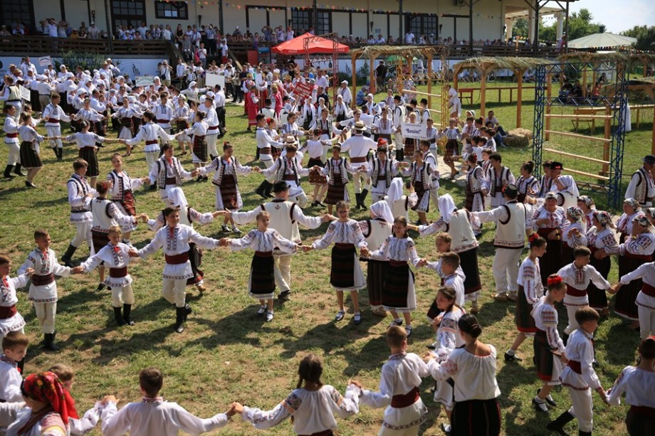 (foto, video) Cum a decurs prima ediție a Festivalului Familiei și Tradițiilor Populare