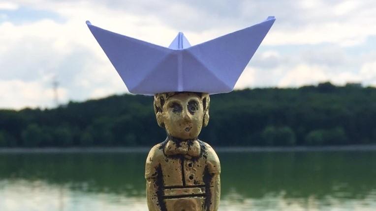 (foto) Cu bărcuța de hârtie spre noi aventuri. Micul Prinț de la Valea Morilor a primit o nouă pălărioară