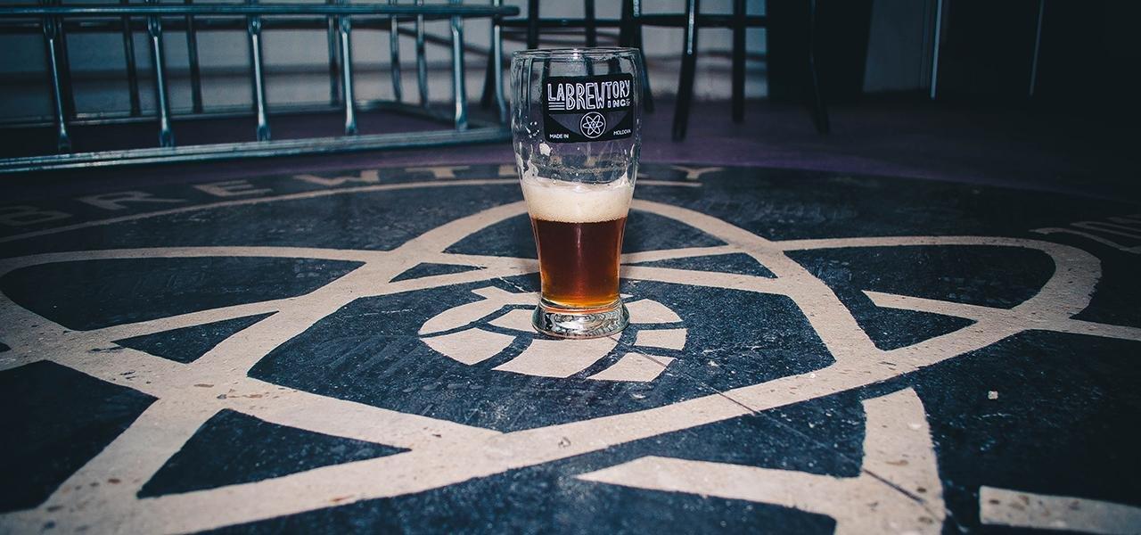 nou-pe-piata-autohtona-labrewtory-brewing-company-laboratorul-de-facut-bere