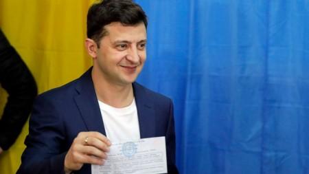 (video) Moldoveanul Vitalie Maciunschi a părăsit show-ul Vocea României. Între timp, a reușit să cânte la ziua președintelui Guineei Ecuatoriale