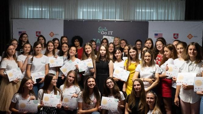 (foto, video) 65 fete din 18 regiuni ale Moldovei au participat la Tabăra de Vară STEM. Vezi rezultatele celei de-a V-a ediții