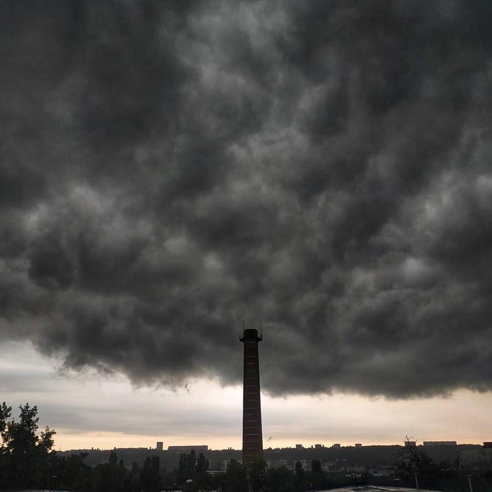 Imagini pentru nori negri si grei