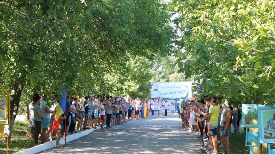 O sută de copii din Moldova vor obține bilete gratuite la o tabără de vară
